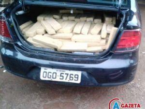 O veículo, a droga, que era transportada no bagageiro do carro e o paulista Michel Leão Goulart, que dirigia o Voyage na hora da abordagem.