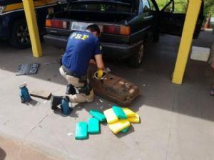 Dentro do tanque de combustível estavam trinta tabletes de cocaína.
