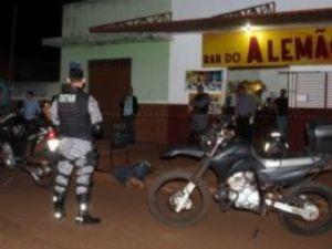 Ex-policial foi morto a tiros de pistola quando chegava a um bar em Dourados