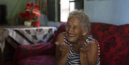 Dona Hilda Cândida, de 108 anos, moradora de Rio das Flores diz que não vai se vacinar para deixar o imunizante para os mais novos.