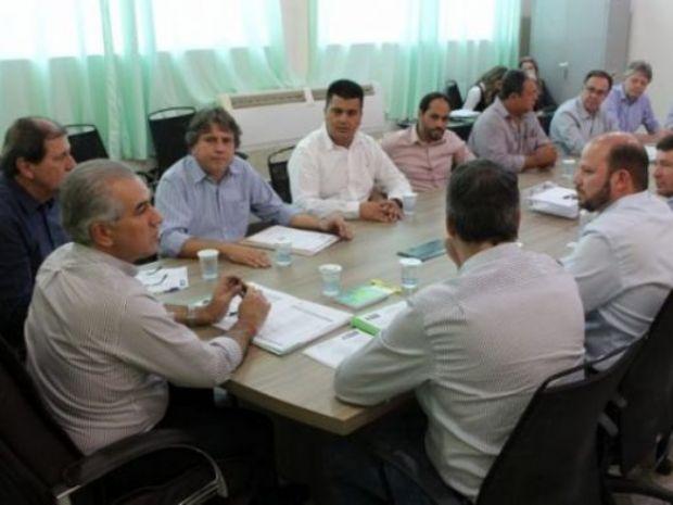 Reinaldo diz a prefeitos que todas escolas estaduais serão reformadas