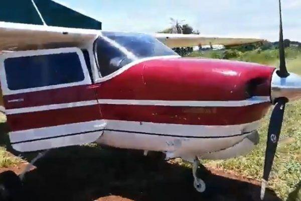 Avião supostamente usado para o tráfico de cocaína é apreendido na fronteira