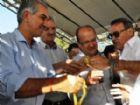 Vereador Carlinhos Marques durante a entrega das chaves da nova viatura para a Policia Militar da cidade.