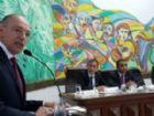 Prefeito Hélio Peluffo Filho durante pronunciamento na abertura dos trabalhos legislativos de 2017.
