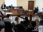 A acusação foi ostentada pelo promotor de Justiça, Dr. Luiz Eduardo Sant'Anna Pinheiro (d) auxiliado pelo promotor estagiário, Dr. Adriano Barrozo.