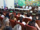 Presidente da Câmara Municipal, Otaviano Cardoso, reuniu os servidores para entregar os novos uniformes.